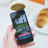 Brussels reaches data-sharing agreement with Airbnb, Booking on short-term lets