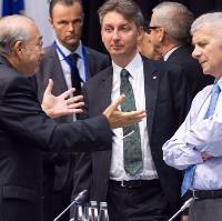 EU finance ministers seek progress on bank closures plan