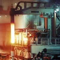 EU urges ArcelorMittal to suspend closures